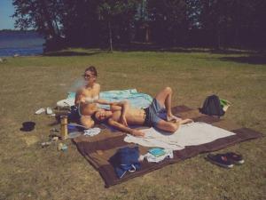Consider having portable hookah to enjoy your summer picnic